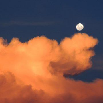 ¿Cómo se comporta la Luna cuando pasa por Sagitario?