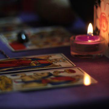 El tarot y los signos zodiacales: ¿cuál es su relación?